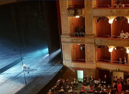 """""""Non sa leggere né scrivere, ma sa cantare"""" – Il Billy Budd di Britten all'Opera di Roma"""